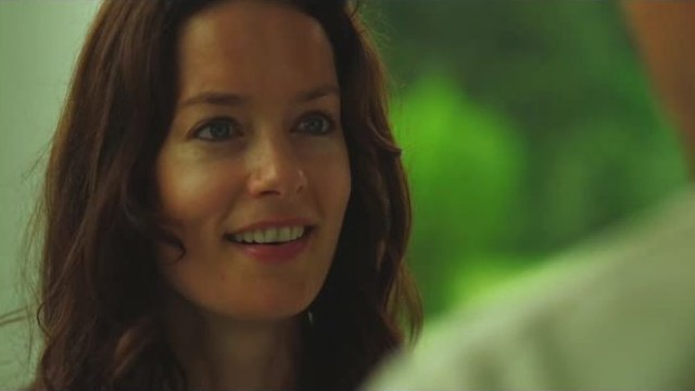 Mysterious Island - Gorgeous smile on Jules portrayed by Gina Holden