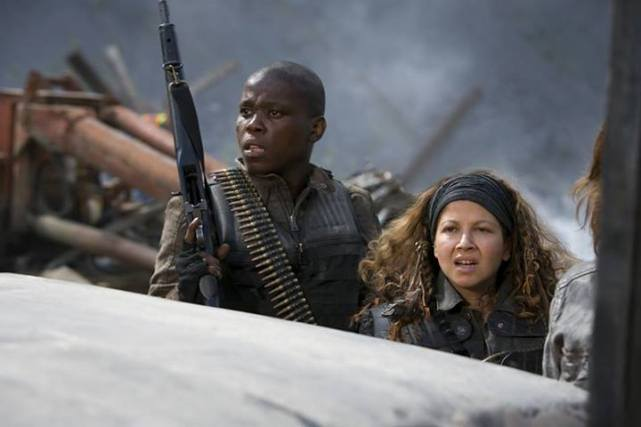 Falling Skies S2x02 - Mpho Koaho as Anthony and Luciana Carro as Crazy Lee