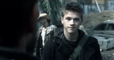 Falling Skies S3x01 - Been informs Tom about a secret meeting with Red Eye