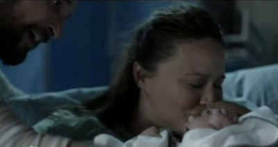 Falling Skies S3x01 - Father tom hands Anne their newly born daughter