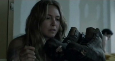 Falling Skies S3x01 - Maggie finds Hals boots covered in mud