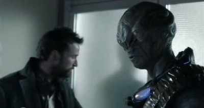 Falling Skies S3x01 - Noah Wyle as Tom Mason with Cochise the Volm portrayed by Doug Jones