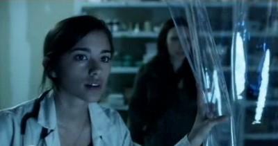 Falling Skies S3x01 - Seychelle Gabriel returns as Lourdes