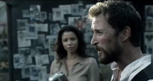 Falling Skies S3x01 - Tom Mason delivers rousing speech as Marina his chief advisor looks on