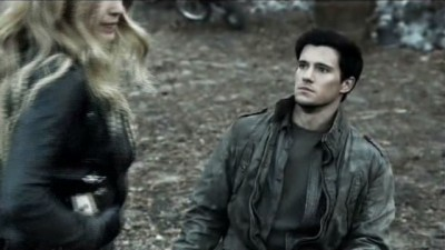 Falling Skies S3x02 - Maggie with wheelchair bound Hal