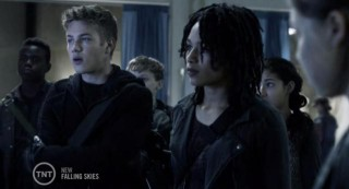 Falling Skies S3X04 Ben and radishes