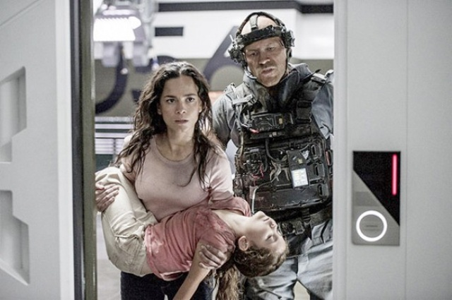 Elysium-Alice Braga and Josh Blacker