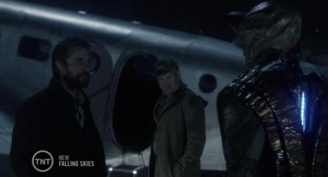 Falling Skies S3X04 Volm is worried about plane