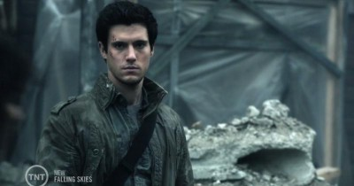 Falling Skies S3x05 Hal watching from a distance