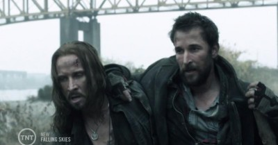 Falling Skies S3x05 Pope and Tom coming in