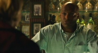 Alcatraz S1x05 - Back in the bar with JT