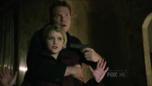 Alcatraz S1x05 - Hastings takes Rebecca hostage
