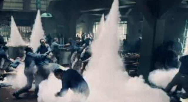 Alcatraz S1x08-Havoc in the mess hall