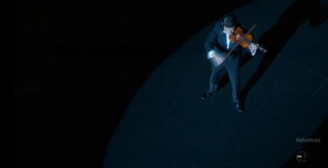 Alcatraz - S1E11- Webb Porter - Porter Playing