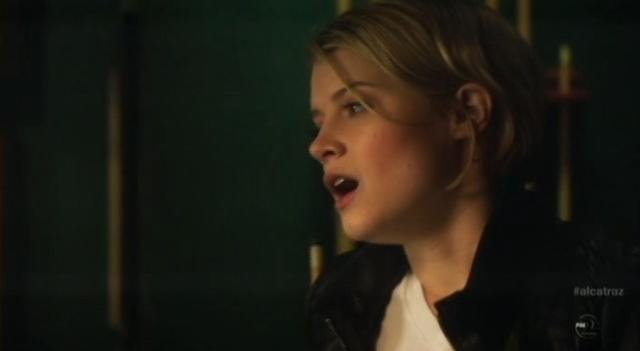 Alcatraz - S1E11- Webb Porter - Rebecca Worried