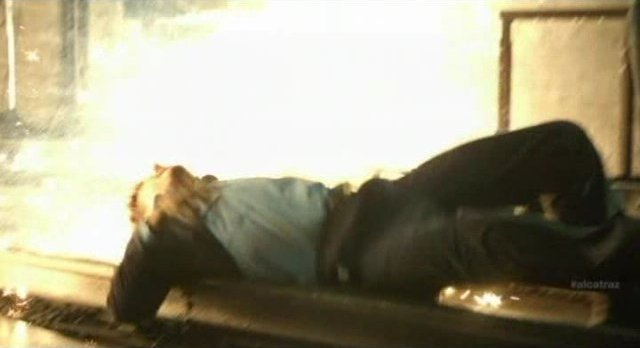 Alcatraz S1x08 - McKee is almost a human BBQ entree