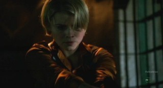 Alcatraz S1x09 - Rebecca Madsen finds Donovan