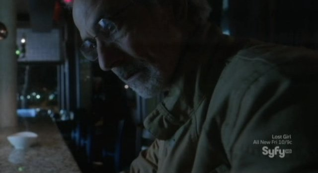 Alphas S2x02 - Doctor Rosen is left alone in the bar