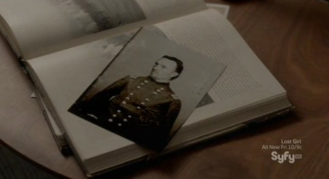Alphas S2x02 - Eli recognizes the picture on the table