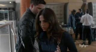 Alphas S2x02 - Rachel finds a clue using her Alpha sense of smell