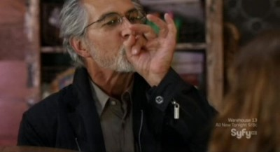 Alphas S2x06 - Doctor Rosen teaches Zoe how to make pop proof bubbles