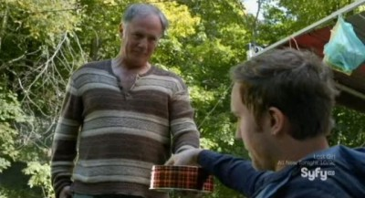 Being Human S3x10 - Peter offers Josh some cookies for thier spiritual session