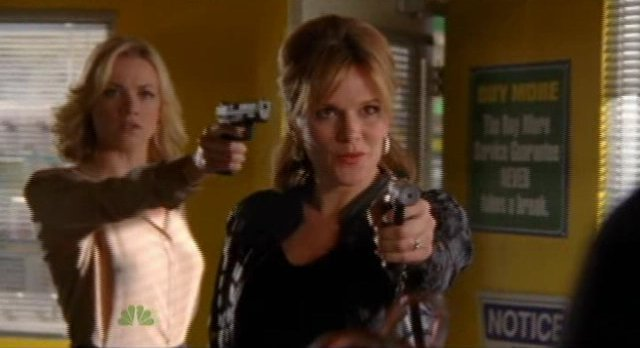 Chuck S5x04 - Sarah sneaks up on The Viper
