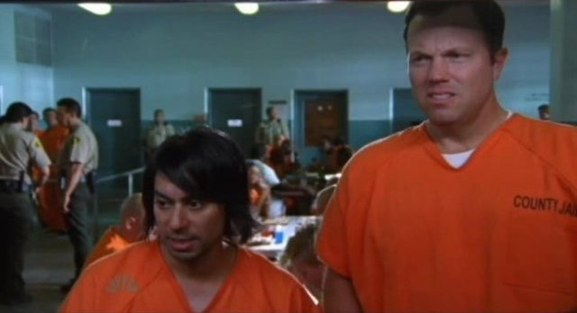 Chuck S5x05 - Lester and Casey in the chow line