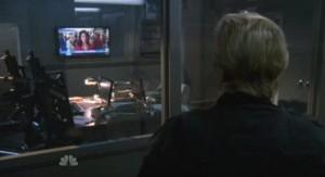 Chuck S5x07 - Gaurds watching breaking news