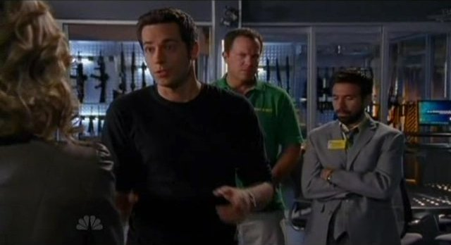 Chuck S5x08 - Casey and Morgan arrive at Castle