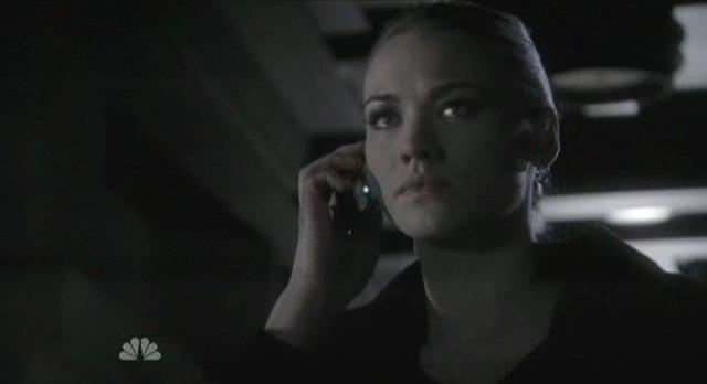 Chuck S5x08 - Sarah on phone
