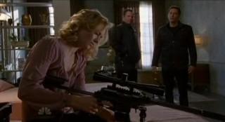 Chuck S5x08 - Sarah preps weapons