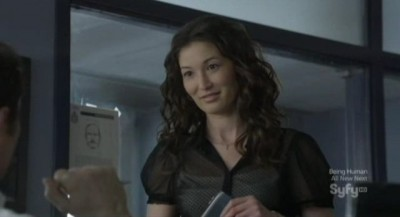 Continuum S1x02 - Betty chats with Carlos who wants details about Kiera