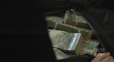 Continuum S1x02 - Kellog has a duffel bag full of cash
