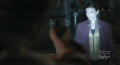Continuum S1x02 - Kiera is spotted by Carlos