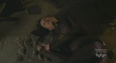 Continuum S1x02 - Kiera is thrown to the ground