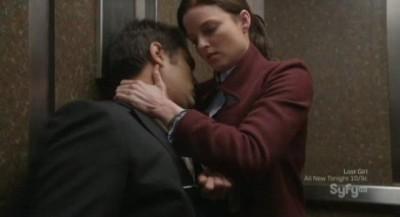 Continuum S1x02 - Kiera stuns Carlos in the elevator