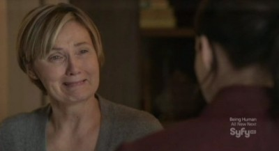 Continuum S1x02 - Mrs Fraser is scared to death about her missing husband