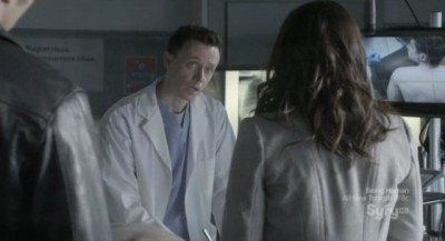 Continuum S1x03 - Kiera and Carlos chat with morgue technician Clayton about the cause of death