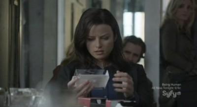 Continuum S1x03 - Kiera examines a blutooth headset