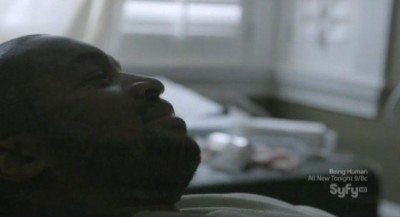 Continuum S1x03 - Travis is sick in bed