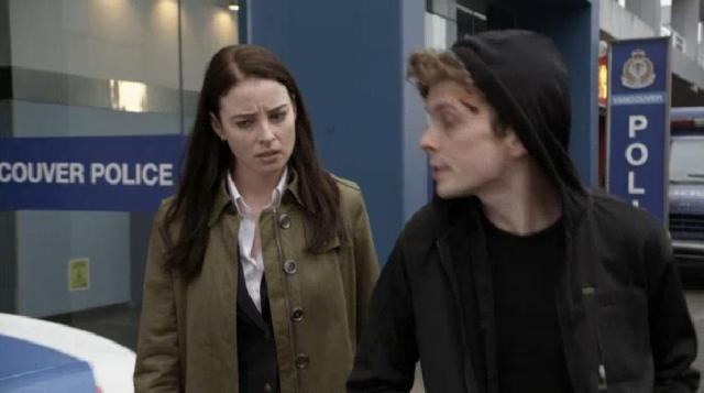 ContinuumS03X01Alec catches up with Kiera