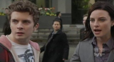 Continuum S1x10 - Alec and Kiera spot Kagame entering another building