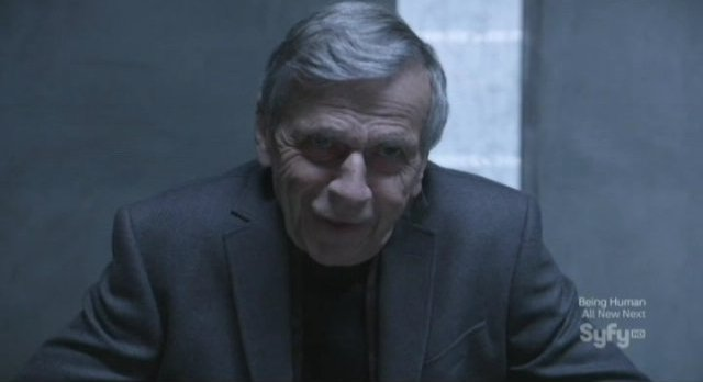 Continuum S1x10 - Elder Alec brings Kagame the time travel device sphere