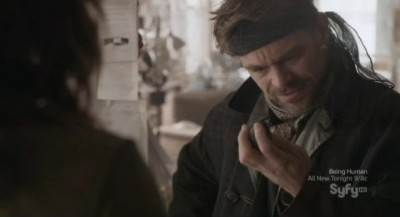 Continuum S1x10 - Kiera hands Jason the time travel device fragment he needs