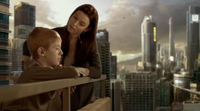 Continuum S2x05 - Kiera with son on balcony