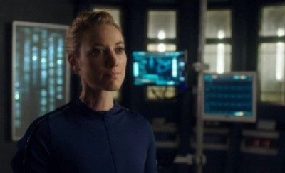 Dark Matter S1x01 The Android is ordered to cooperate by Two