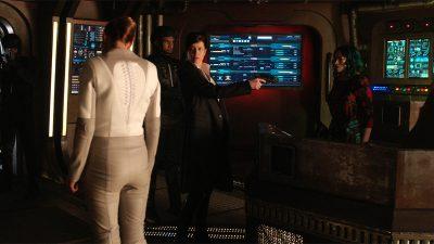 Dark Matter S02x08 Truffault holds a gun on Five