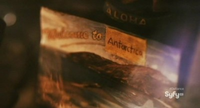 Defiance S1x01 - A postcard from Antartica hangs in the Roller