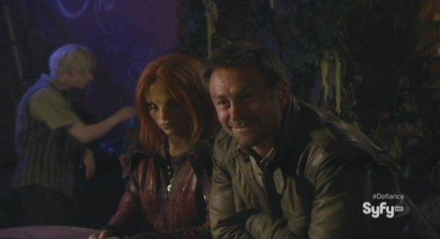 Defiance S1x01 - Irisa and Nolan observe Kenya